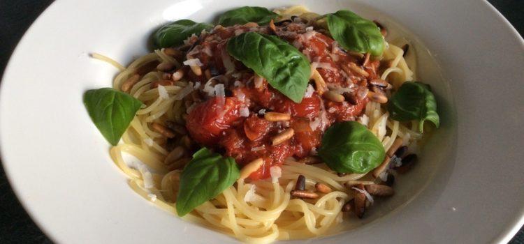 Rezept: Spaghettini mit Tomatensauce und Pinienkernen